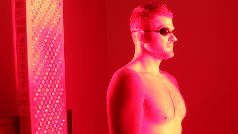 Man using redlight therapy